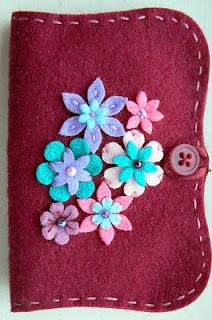 Felt needle book - Pinned from www.GirlsWearBlueToo.com