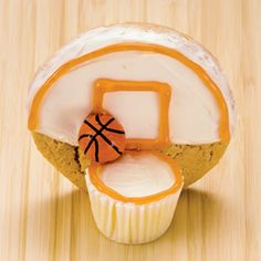 Treats for a basketball party - cookie backstop and mini cupcake basket.