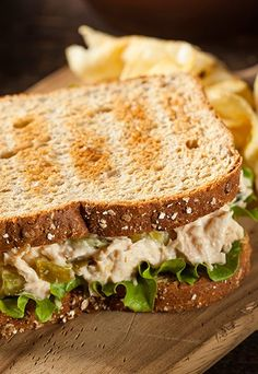 Your New Lunch Staple: The Curried Tuna and Apple Salad Sandwich Comidas Light, Good Food, Yummy Food, Meal Replacement Shakes, Weight Loss Meal Plan, Light Recipes, Food Porn, Food And Drink, Healthy Eating