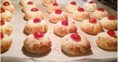 🍒🥯🥯Ινδοκάρυδα πανεύκολα ΜΟΝΟ με 3 υλικά !!!🥯🥯🍒 Υλικά: 200 γρ τριμμένη καρύδα 1 Ζαχαρούχο γάλα Γλυκό κουταλιού κεράσι Εκτέλεση: Ανακ... Mini Cupcakes, Muffin, Breakfast, Desserts, Blog, Morning Coffee, Tailgate Desserts, Deserts, Muffins