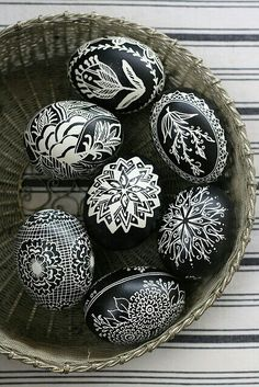Black and White Easter Eggs - 80 Creative and Fun Easter Egg Decorating and Craft Ideas - Beautiful Diy Crafts Egg Crafts, Easter Crafts, Arts And Crafts, Easter Ideas, Easter Art, Easter Decor, Happy Easter, Easter Bunny, Art D'oeuf