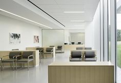 Cleveland Clinic selected materials for the lobby at its Brunswick Family Center emergency department that would help create a sense of comfort and quiet, with extra attention paid to sound control using drywall and acoustical ceiling products. Photo: Photography by Kevin G. Reeves; Courtesy of Westlake Reed Leskosky