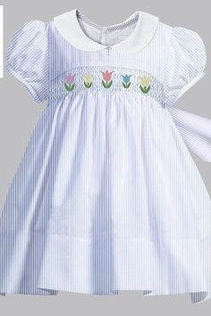 Artículos similares a Seersucker Tulip Smocked Dress en Etsy Smocked Baby Clothes, Girls Smocked Dresses, Baby Girl Dresses, Pink Dresses For Kids, Kids Dress Wear, Little Girl Outfits, Kids Outfits, Smocking Patterns, Sewing Patterns
