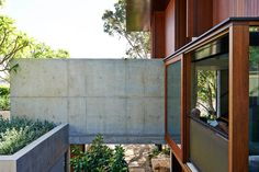 Full height door/window with internal balustrade Land house_f Peter Stutchbury Architects Interior Design Images, Interior Design Boards, Interior Ideas, Peter Stutchbury, Space Place, Australian Homes, Windows And Doors, Natural Materials, Architecture Details