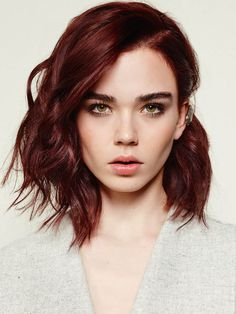 Red Hair Color : Mahogany hair color: trendy nuances and care tips - Beauty Haircut Hair Styles 2016, Medium Hair Styles, Short Hair Styles, Medium Red Hair, Medium Brown, Hair Colour For Green Eyes, Cool Hair Color, Red Color, Hazel Eyes Hair Color