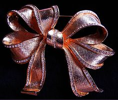 a beautiful vintage costume jewelry brooch unsigned