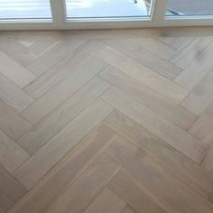 Visgraat vloer met band en Skylt lak Refinishing Hardwood Floors, Interior Design Trends, Living Room Interior, Oak Floors, Flooring, Floor Colors, Flooring Inspiration, Interior Design Living Room, Interior Design
