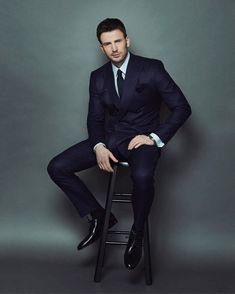 Image about photoshoot in 👉chris evans👈 by Capitan America Chris Evans, Chris Evans Captain America, Capt America, Hot Actors, Actors & Actresses, Chris Evans Funny, Wattpad, Poses For Men, Jake Gyllenhaal