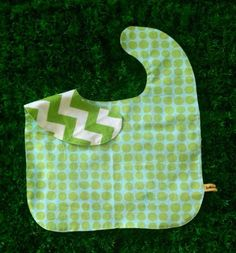 Oversized No Mess Reversible Bib in Ta Dots / Chevron Kelly Green. Wear it on your tot during feeding time. The oversized bib protects your child's clothing... No need to worry about spills, stains and mess! Best especially for moms who are scared of getting their child's clothes dirty! =)  Send us a message at info@ilovebabinski.com & LIKE us on Facebook  Php 120.00 www.ilovebabinski.com