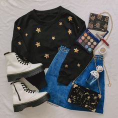 Black Sweater Outfit, Sweater Fashion, Instagram Outfits, Instagram Fashion, Cute Fashion, Fashion Outfits, 90s Fashion, Denim Skirt Outfits, Accesorios Casual