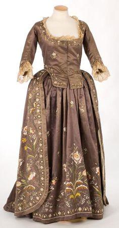 Robe a la piemontaise ca. 1780's  From theCentre de Documentació i Museu Tèxtil de Terrassa