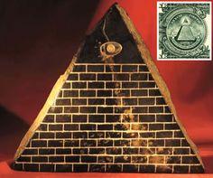 """La pirámide illuminati con el """"ojo que todo lo ve"""""""