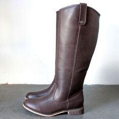 Amazing brown tone tall riding boots! dark brown tan imported