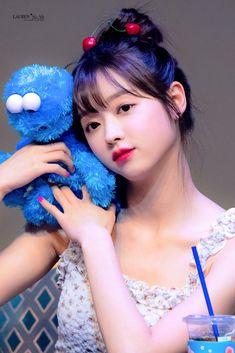 Kpop Girl Groups, Kpop Girls, Oh My Girl Yooa, Pin Pics, K Idols, Girl Crushes, Girl Photos, Korean Girl, Cute Girls