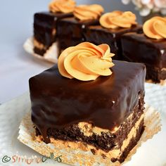 Snickers Cheesecake, Arabic Food, Sweets Recipes, Dessert Bars, Nutella, Deserts, Tasty, Treats, Cheesecakes