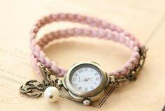 *Romantisk armbåndsur på flettet skinnreimhttp://epla.no/shops/LilliogLucas-smykk/
