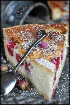 Hier matin en me promenant sur vos blogs, je suis tombée en arrêt sur celui de Patrick et de sa tarte à la ricotta et aux framboises. Vous connaissez maintenant mes préférences culinaires et j'aime utiliser la ricotta et la framboise. Avez-vous déjà mangé...