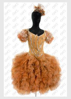 une mandarine   Collections du Centre National du Costume de Scène