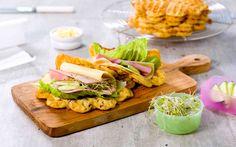 Vaffelrøra er enkel og rask og holder flere dager i kjø. Waffle Recipes, Omelette, School Lunch, Waffles, Tin, Salads, Berries, Goodies, Baking