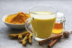 Beindítja az anyagcserét, és feltölt energiával: napindító smoothie citrommal és kurkumával Herbal Remedies, Home Remedies, Natural Remedies, Ginger Cinnamon Tea, Ayurveda, Turmeric Milk, Herbal Tea, Glass Of Milk, Smoothies
