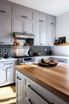 DOMINO:An Outdated '90s Kitchen Gets a Major, Modern Makeover