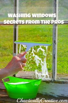 Washing windows like a pro >>>> I cannot take credit for this discovery; however I can tell you that it works! In my opinion this is the best way for washing windows. A cleaning company shared this tip with me four years ago, I was using. Homemade Cleaning Products, Household Cleaning Tips, Household Cleaners, Cleaning Recipes, House Cleaning Tips, Natural Cleaning Products, Spring Cleaning, Cleaning Hacks, Kitchen Cleaning