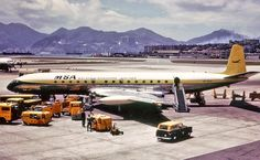 Malaysia-Singapore Airlines [(MSA), de Havilland Comet 4 at Kai Tak Airport in 1966 Commercial Plane, Commercial Aircraft, De Havilland Comet, Aviation Industry, Civil Aviation, Aviation Art, World Pictures, Air Travel, Military Aircraft