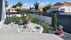 Modern Front Yard, Modern Mailbox, Pebble Landscaping, Front Yard Landscaping, Small Backyard Pools, Backyard Garden Design, Portal, Dream Garden, Landscape Design