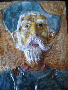 Es un bajorrelieve del Quijote realizado en sobrecubierta.