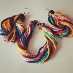 E eis que de repente surge algo novo.... #brinco #pulseira #pulseirismo #handmade #semprecirculo #crochet #crochê #artesanal #feitoamao