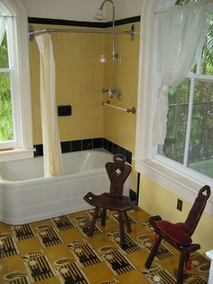 Art deco bathroom - Hemingway house key west The floor! 1930s Bathroom, Art Deco Bathroom, Yellow Bathrooms, Vintage Bathrooms, Bathroom Ideas, Bath Ideas, Art Nouveau, Art Deco Design, Tile Design