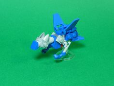 Like a rocket. One of my favorite Pokemon is Latios, a major powerhouse to any team. Just give him Soul Dew, and say bye-bye to your opponent. The blue wings and flippers really work out for this guy. Lego Pokemon, Latios Pokemon, Pokemon Craft, Lego Robot, Lego Moc, Lego Design, Lego Animals, Lego Pictures, Lego People