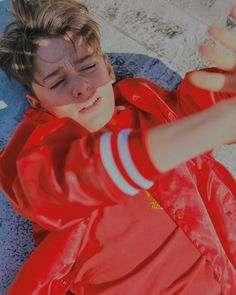 Stranger things' noah schnapp gives raw interview – raw – interviews, portraits, fashion, entertainment Stranger Things Actors, Stranger Things Aesthetic, Stranger Things Netflix, Stranger Things Jonathan, Millie Bobby Brown, Pretty People, Beautiful People, Ex Amor, Noah