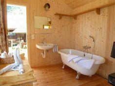 Bergchalet in traumhafter Lage - Kärnten Österreich Clawfoot Bathtub, Chalets, Cottage House, Luxury, Homes