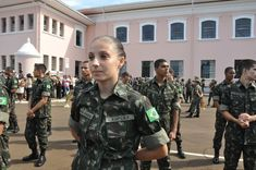 Women Begin Combat Training in Brazilian Army - The Brazilian Army's Cadet Training Preparatory School opens to its first female students. Women can now embark on a military career, even up to the rank of general. Military Careers, Combat Training, School Opening, Life Purpose, New Years Eve Party, Ranger, My Dream, Army, Punk