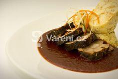 Recept na zvěřinovou delikatesu z kančí kýty a šípkové omáčky. Vareni.cz - recepty, tipy a články o vaření. Japchae, Beef, Ethnic Recipes, Food, Meat, Eten, Ox, Ground Beef, Meals