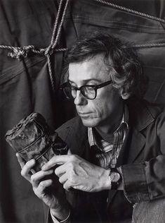 Christo,en su estudio de Nueva York con su primera obra envuelta. 1985. Fotografía de Abe Frajndlich