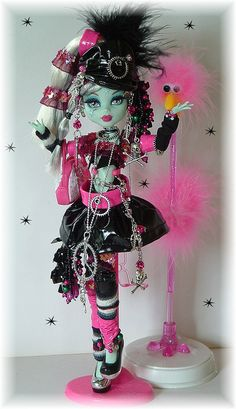 new+monster+high+dolls+2013+2014 | monster high frankie in pleather taking the monster high dolls to new ...