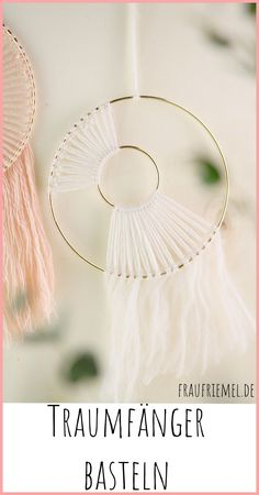 DIY Spring Decoration Modern dream catcher crafts 1 craftsmanship various possibilities for your DIY project Simply make wallhanging from only 2 materials beautiful DI. Diy Tumblr, Diy Crafts To Do, Upcycled Crafts, Wood Crafts, Paper Crafts, Spring Decoration, Autumn Decorations, Diy Decoration, Halloween Decorations
