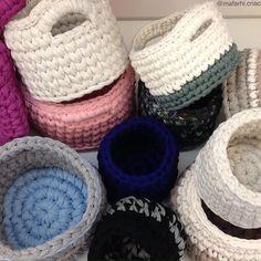 Muitas peças lindas ficando prontas por aqui!!!✌️#trapillo #fiodemalha #tshirtyarn #cestos #organizacao #arquiteta #crochetting #handmadecrochet #feitoamao #sustentavel #artesanal #cores #cesto #decoracao