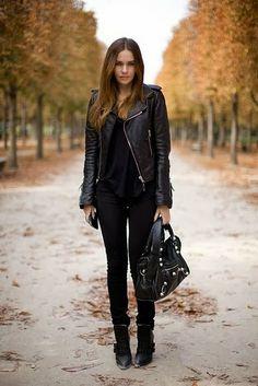 Chaqueta negra, Pantalones ajustados negros y botas! = Estilo rocknRoll con un toque fashion!