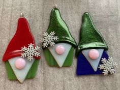 Fused Glass Ornaments, Fused Glass Jewelry, Fused Glass Art, Glass Christmas Decorations, Glass Christmas Ornaments, Homemade Ornaments, How To Make Ornaments, Glass Flowers, Glass Birds