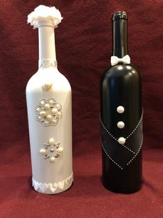 wine bottle crafts Bride and Groom Wine Bottles Glass Bottle Crafts, Wine Bottle Art, Painted Wine Bottles, Diy Bottle, Glass Bottles, Vintage Bottles, Vintage Perfume, Glitter Wine Bottles, Bottle Lamps