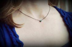 Petit crâne collier en noir / Petite petit par BookandBarley