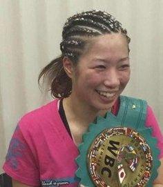 女子ボクシング 黒木優子度目防衛KO出来てうれしい -  ボクシングのWBC世界女子ミニフライ級タイトルマッチは日東京後楽園ホールで行われ王者黒木優子YuKOが度目の防衛に成功した  同アトム級位ノルグロフィリピンから回に左ストレートでダウンを奪うと回終了間際に連打で再び倒しKO勝ちした  日前に室内で転倒し右手の親指と中指を負傷する中での快勝アイドルのようなルックスで芸能事務所と契約する黒木は大振りになったが結果的にKO出来てうれしい  女子ボクシングをもっと多くの人に知ってもらいたいと話した戦績は勝KO敗分け  元記事日刊スポーツ