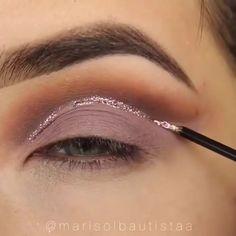 Makeup – makeup tutorial for beginners for teens Smoke Eye Makeup, Makeup Eye Looks, Eye Makeup Steps, Eyebrow Makeup, Skin Makeup, Eyeshadow Makeup, Makeup Art, New Year's Makeup, Sparkly Eyeshadow