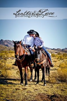 ive always wanted to do a couples horse riding shoot. maybe our 5 year anniversary? CUTE!