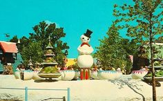 santa s village dundee il Abandoned Amusement Parks, Abandoned Places, Santa's Village, My Kind Of Town, Good Old, Childhood Memories, Something To Do, Snowman, Christmas Ornaments