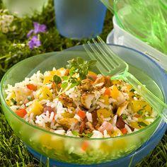 Découvrez la recette Salade de riz au poulet et aux abricots sur cuisineactuelle.fr.
