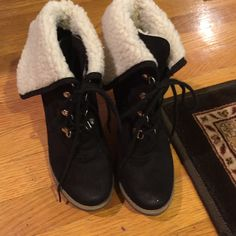 suede boots Used. Good condition, very cute!! 6-6 1/2 Shoes